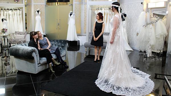 42ce352188 Salon sukien ślubnych  Wielka Brytania  Najlepsze przyjaciółki ...